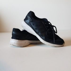 Other - Girls black Fila sneakers 3.5
